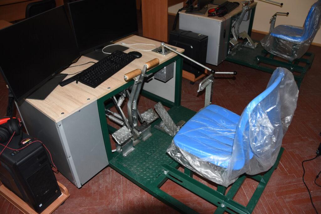 Компьютерно — механический макет органов управления механика водителя МТ-ЛБ