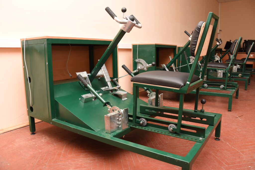 Компьютерно — механический макет органов управления механика водителя ЗРК 2С6 «Тунгуска»